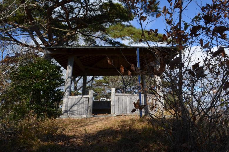 嵯峨見台に向かう途中にある休憩小屋