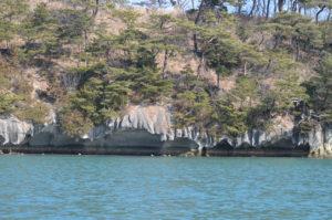 エメラルドグリーンの海と嵯峨渓