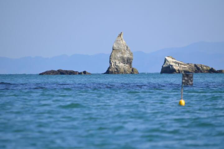 嵯峨渓に浮かぶ岩