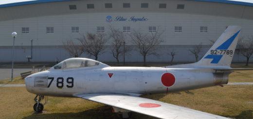 松島基地のブルーインパルスモデル展示