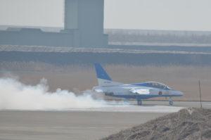 松島基地ブルーインパルス離陸前煙