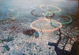 ブルーインパルスのカラースモーク東京オリンピック五輪マーク