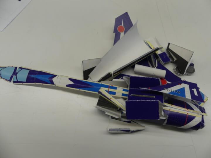 ブルーインパルスT-2 ペーパークラフトのパーツ一式